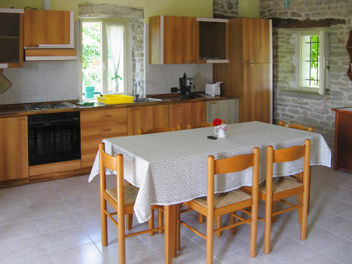 Kitchen VIGNA NUOVA - vacations in the countryside Langhe and Roero